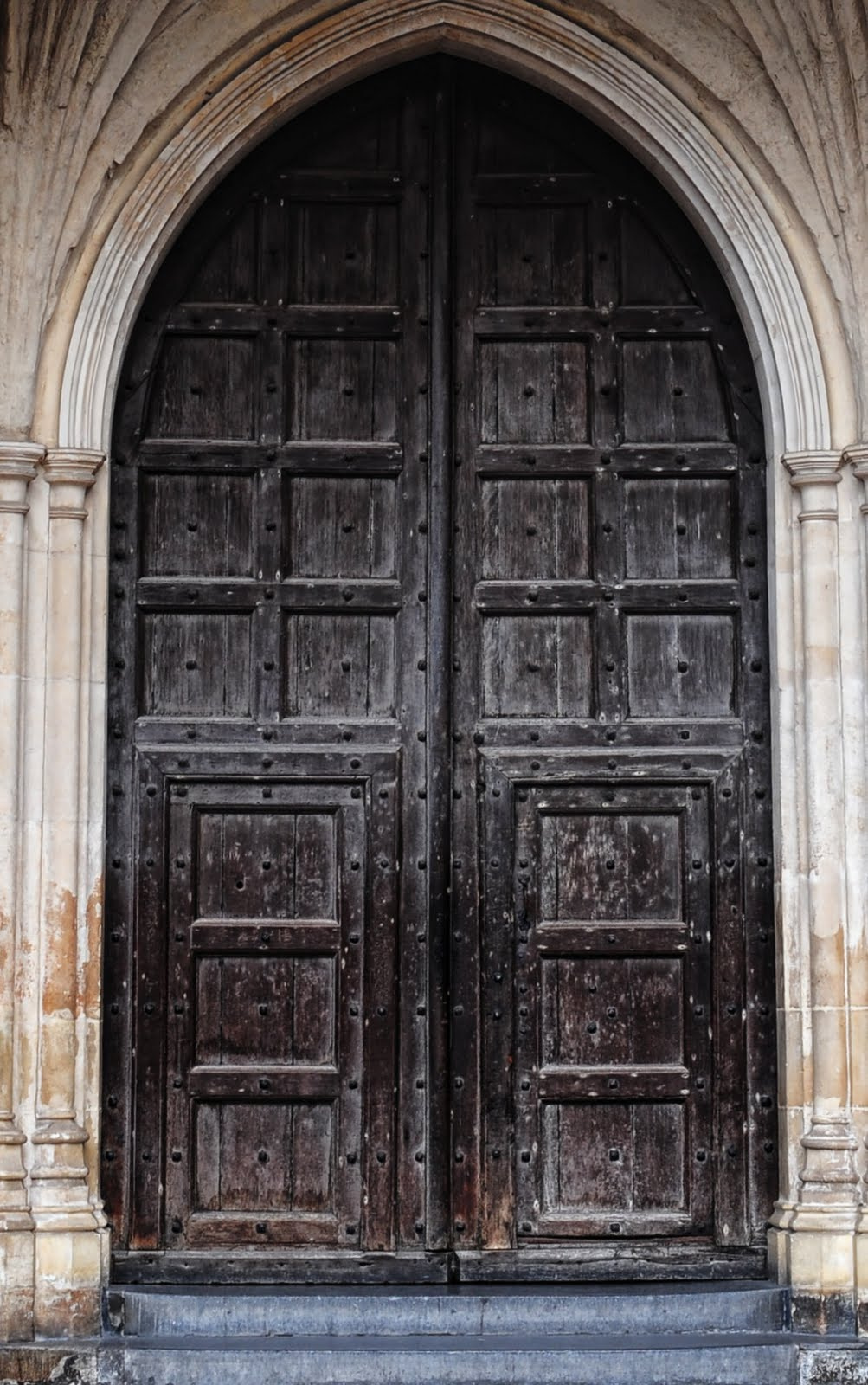 The door of Westminster Abbey . And what's nailed to this door in 1395 ...