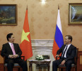 Russia 's PM Dmitry Medvedev meets with Vietnam's PM Nguyen Tan Dung in Moscow