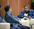 Indonesia's President Yudhoyono talks to Cambodia 's Prime Minister Sen and Laos Prime Minister Thammavong before their working dinner at the ASEAN Summit in Bandar Seri Begawan