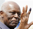 Angola &#39;s President Jose Eduardo dos Santos shows off his inked finger to photographers after casting his vote during national elections in the capital Luanda