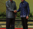 Cambodia 's Prime Minister Hun Sen shakes hands with Brunei's Sultan Hassanal Bolkiah during photo call before their working dinner during the ASEAN Summit at the Prime Minister's Office in Bandar ...