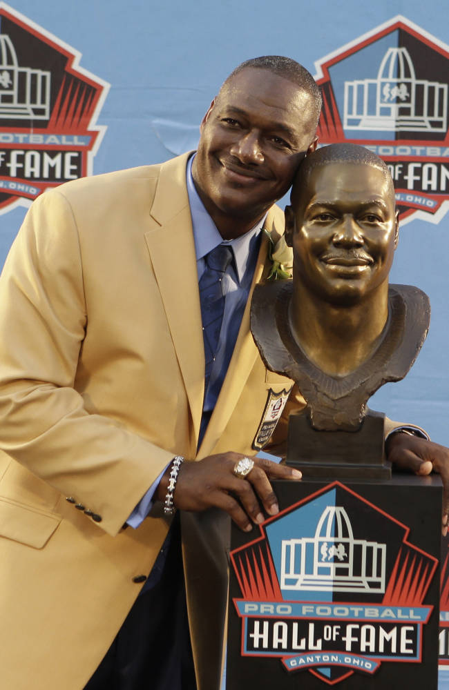 Reed packs emotion, Strahan laughs at Hall of Fame