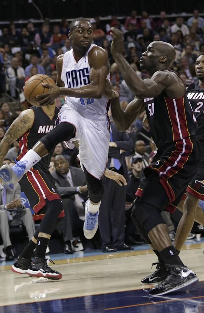 James scores 30 as Heat defeat Bobcats 97-81