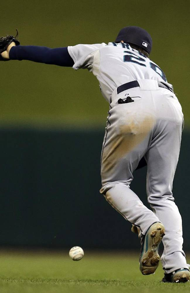 Seattle Mariners second baseman Nick Franklin misses a pop-up by St. Louis Cardinals' Brock Peterson during the eighth inning of a baseball game Friday, Sept. 13, 2013, in St. Louis. Franklin was charged with an error on the play