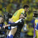 Brazil's Neymar, left, celebrates with goalkeeper Julio Cesar after winning the soccer Confederations Cup group A match between Brazil and Mexico at Castelao stadium in Fortaleza, Brazil, Wednesday, June 19, 2013. (AP Photo/Natacha Pisarenko)