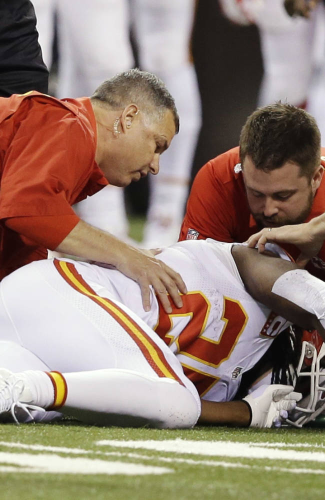 Chiefs lose Charles, Avery with concussions
