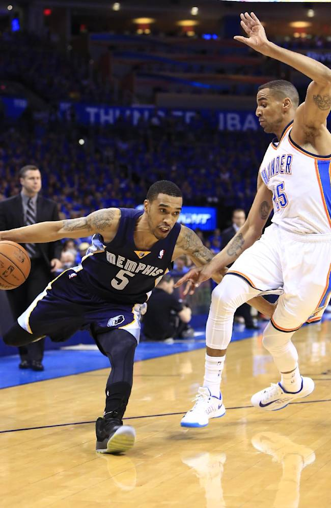 Memphis Grizzlies guard Courtney Lee (5) drives to the basket around Oklahoma City Thunder guard Thabo Sefolosha (25) during the first quarter of Game 1 of the opening-round NBA basketball playoff series in Oklahoma City on Saturday, April 19, 2014