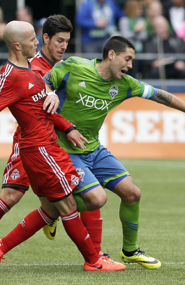 Defoe leads Toronto FC past Seattle 2-1