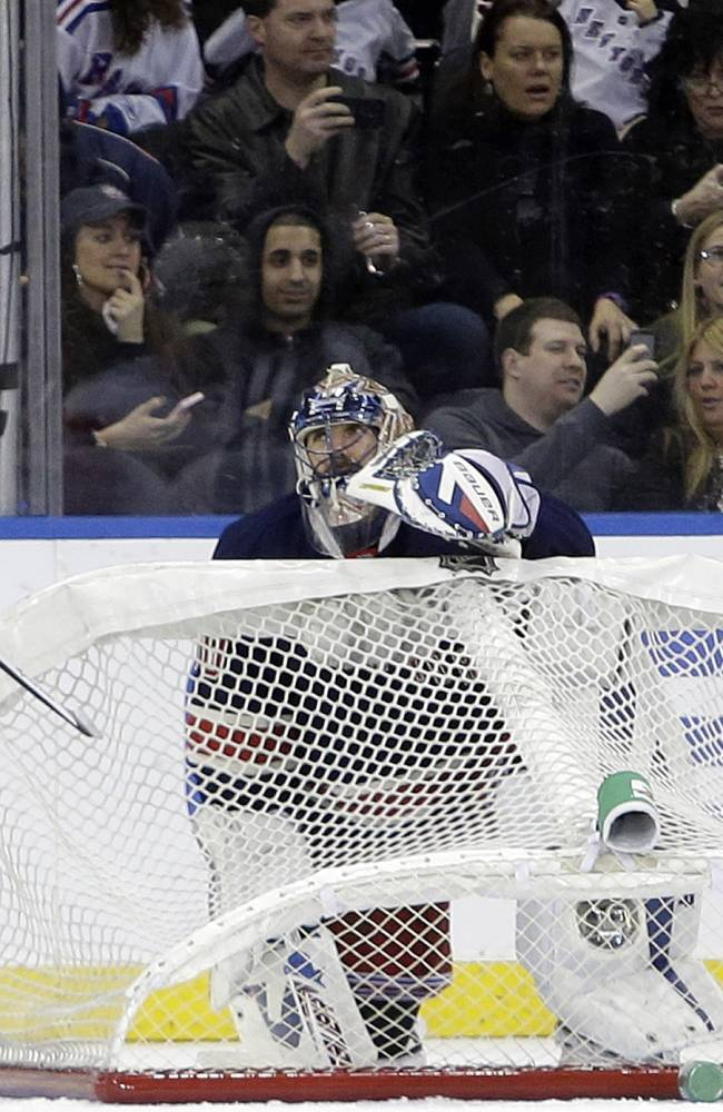 Rangers top Red Wings 3-0 in Lundqvist's 300th win