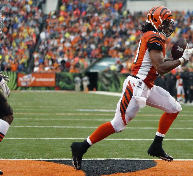 Cincinnati Bengals tight end Alex Smith catches a two-yard touchdown pass against Cleveland Browns free safety Tashaun Gipson, left, in the second half of an NFL football game, Sunday, Nov. 17, 2013, in Cincinnati