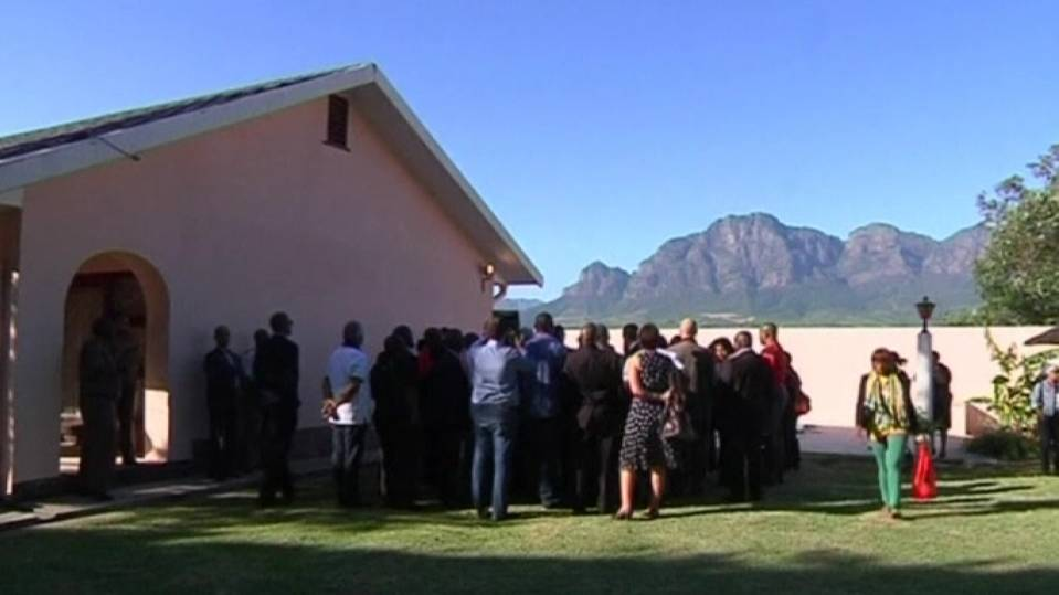 ANC leaders visit prison, in tribute to Mandela