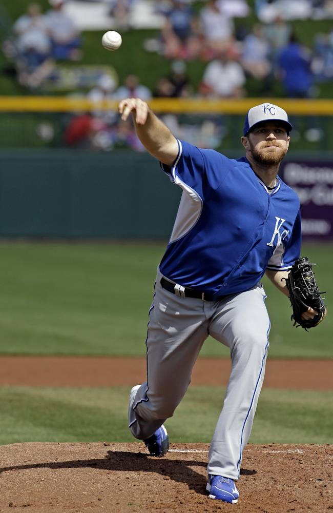 Moustakas hits 2 homers, Royals beat Cubs 5-3