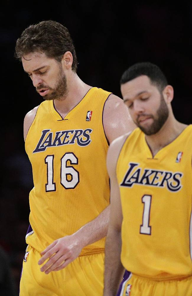 Los Angeles Lakers' Pau Gasol, left, of Spain, and Jordan Farmar walk off the court during the first half of an NBA basketball game against the Los Angeles Clippers on Thursday, March 6, 2014, in Los Angeles
