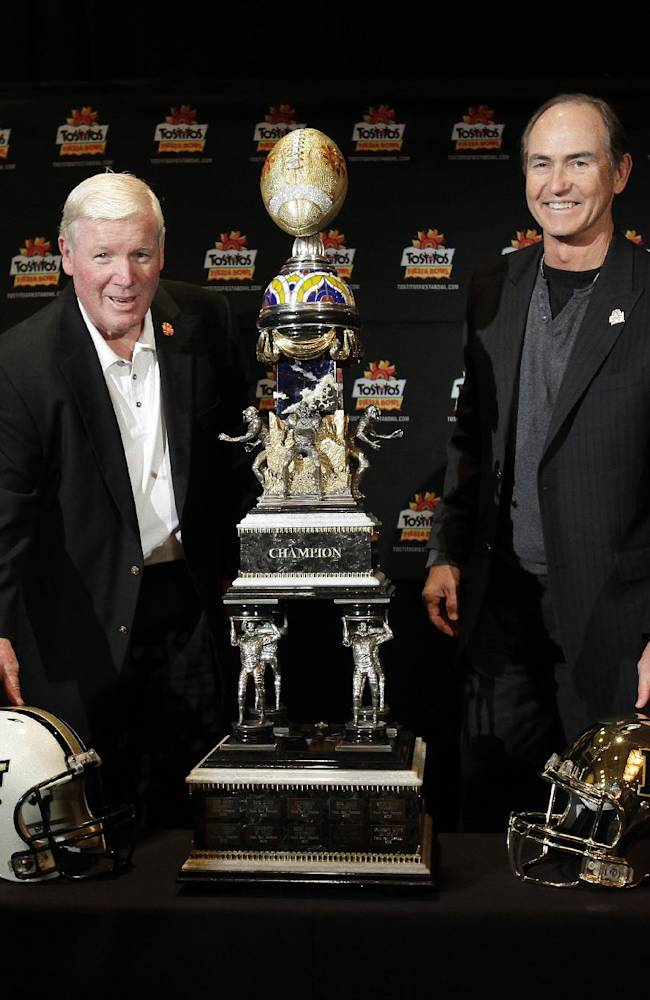 Central Florida head coach George O'Leary, left, and Baylor head coach Art Briles pose with the Fiesta Bowl Trophy during an NCAA college football news conference, Tuesday, Dec. 31, 2013, in Scottsdale, Ariz. The Fiesta Bowl will be played on Jan. 1, 2014, in Glendale, Ariz