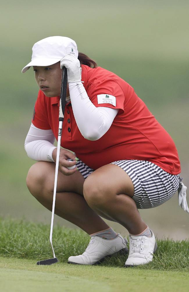 China's Feng Shanshan lines up a putt on the ninth green during the final round of the Reignwood LPGA Classic golf tournament at Pine Valley Golf Club on the outskirts of Beijing, China, Sunday, Oct. 6, 2013