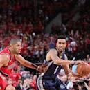 PORTLAND, OR - APRIL 25: Courtney Lee #5 of the Memphis Grizzlies passes against the Portland Trail Blazers in Game Three of the Western Conference Quarterfinals during the 2015 NBA Playoffs on April 25, 2015 at the Moda Center in Portland, Oregon. (Photo by Sam Forencich/NBAE via Getty Images)