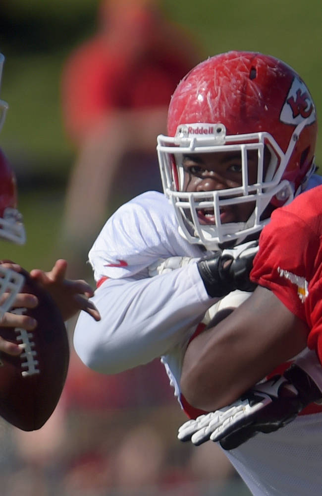 Kansas City Chiefs defensive tackle Dontari Poe, center, rushes through the line during NFL football training camp Tuesday morning, Aug. 12, 2014, in St. Joseph. Mo