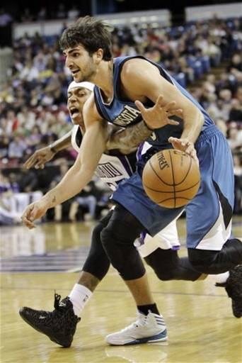 Sacramento Kings guard Isaiah Thomas, left, reaches in for the ball against Minnesota Timberwolves guard Ricky Rubio, of Spain, during the first quarter of an NBA basketball game in Sacramento, Calif., Thursday, March 21, 2013