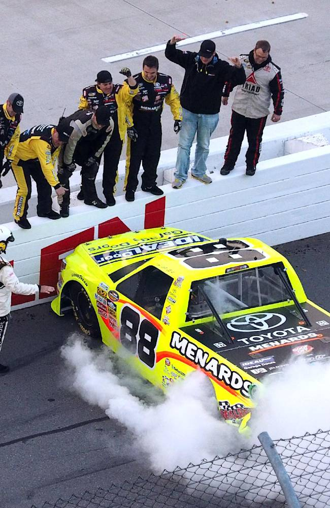 Crafton wins in truck at Martinsville for 1st time