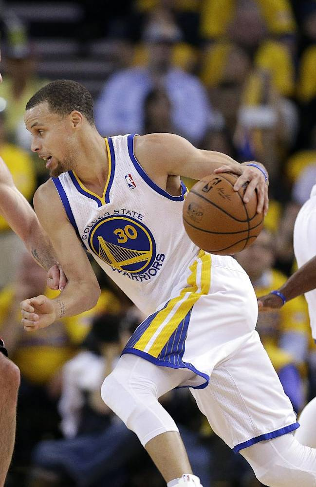 Golden State Warriors shooting guard Stephen Curry (30) drives between Los Angeles Clippers guards J.J. Redick (4) and Chris Paul, right, during the first half of Game 6 of an opening-round NBA basketball playoff series in Oakland, Calif., Thursday, May 1, 2014