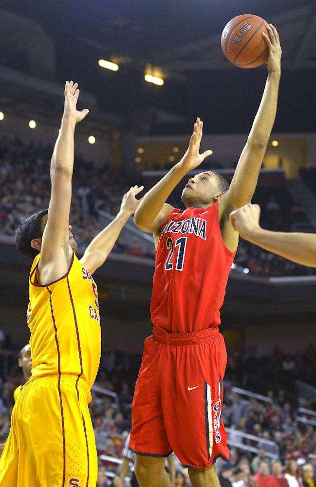 No. 1 Arizona tops USC 73-53 for record 17-0 start