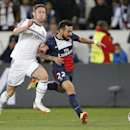 Chelsea's Gary Cahill, left, challenges PSG's Ezequiel Lavezzi during the Champions League quarterfinal first leg soccer match between PSG and Chelsea, at the Parc des Princes stadium, in Paris, Wednesday, April 2, 2014