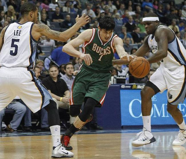 Milwaukee Bucks forward Ersan Ilyasova (7) drives between Memphis Grizzlies forwards Courtney Lee (5) and Zach Randolph in the first half of an NBA basketball game, Saturday, Feb. 1, 2014, in Memphis, Tenn