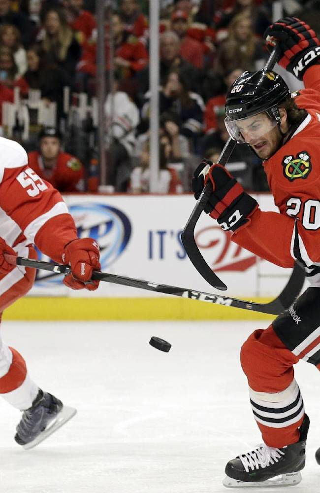 Blackhawks topple Red Wings 4-1