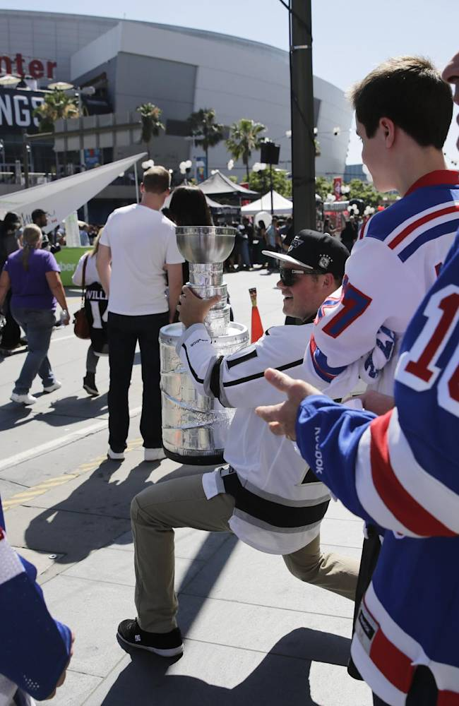 New York Rangers and Los Angeles Kings fans wait to enter Staples Center before Game 5 of the Stanley Cup Final series Friday, June 13, 2014, in Los Angeles