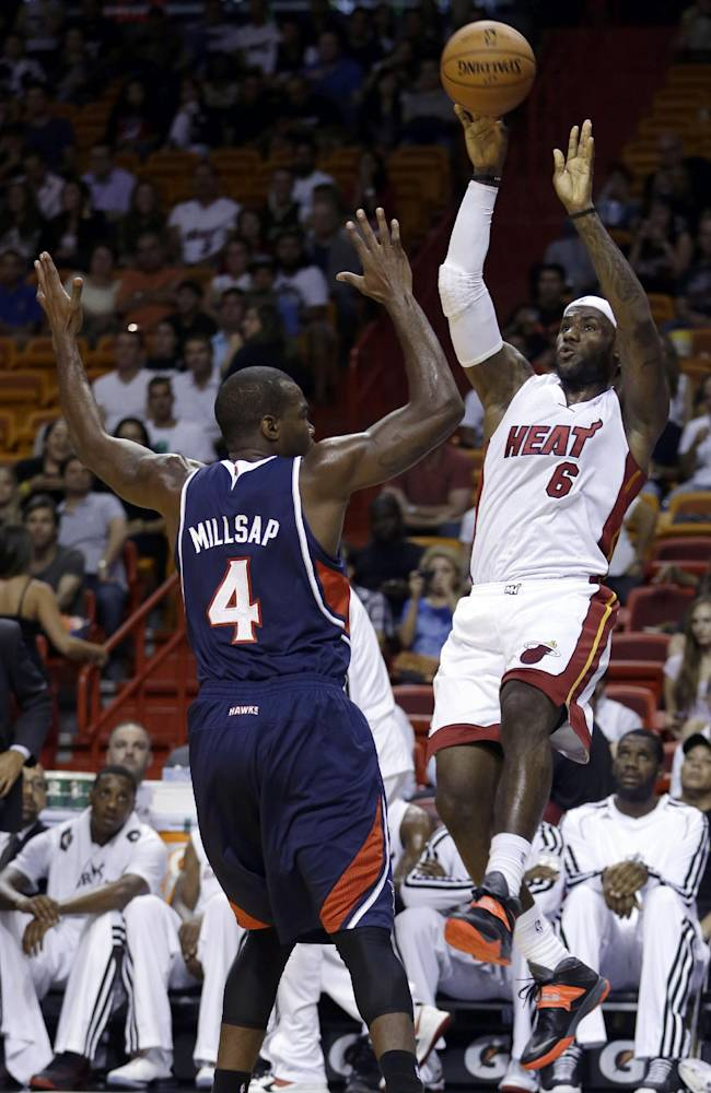 Bosh scores 21, Heat top Hawks 92-87