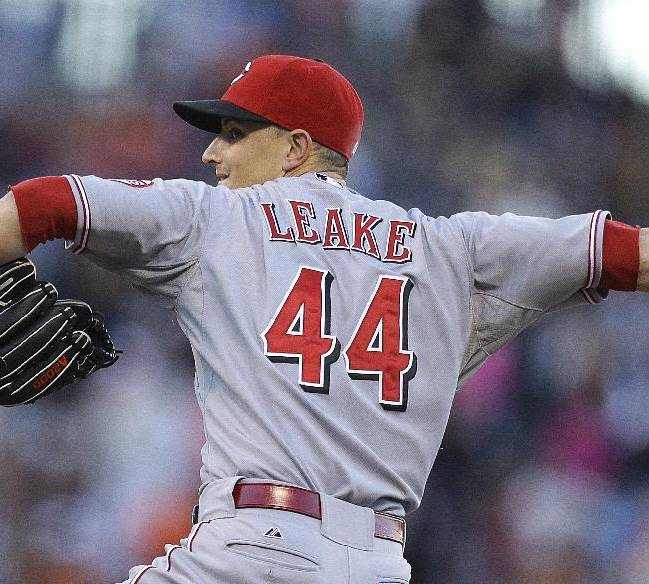 Leake leads Reds past Giants, 8-3