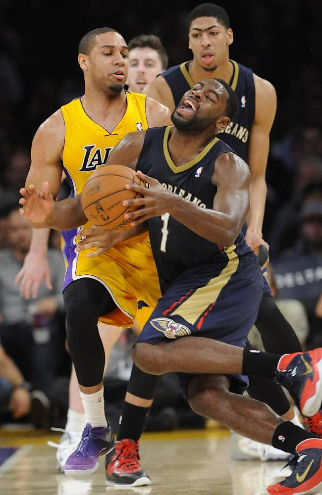 New Orleans Pelicans forward Tyreke Evans (1) reacts as he collides with Los Angeles Lakers forward Xavier Henry, back left, in the second half of an NBA basketball game, Tuesday, March 4, 2014, in Los Angeles. The Pelicans won 132 to 125