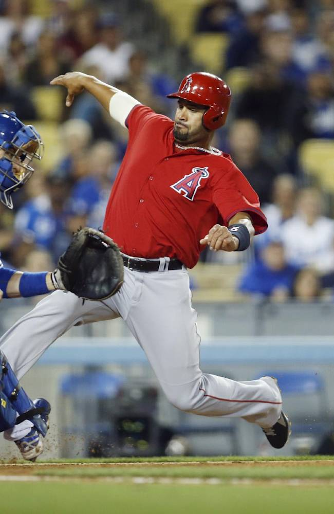 Dodgers top Angels after teams play through 'quake