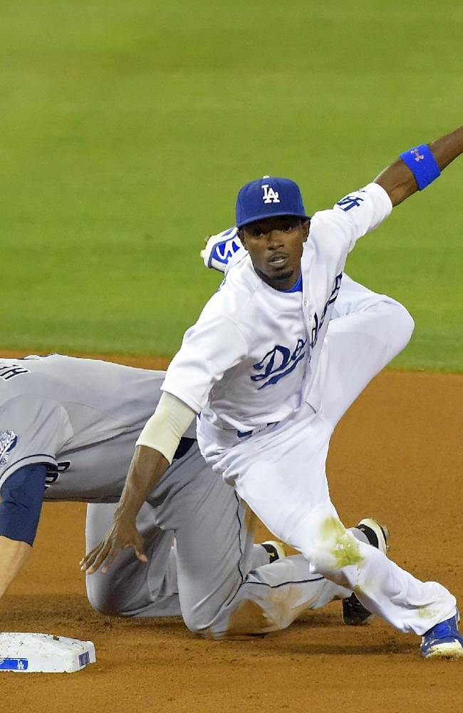 Ellis' sac fly in 9th gives Dodgers win over Pads