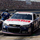 Late charge vaults Earnhardt Jr. to series lead