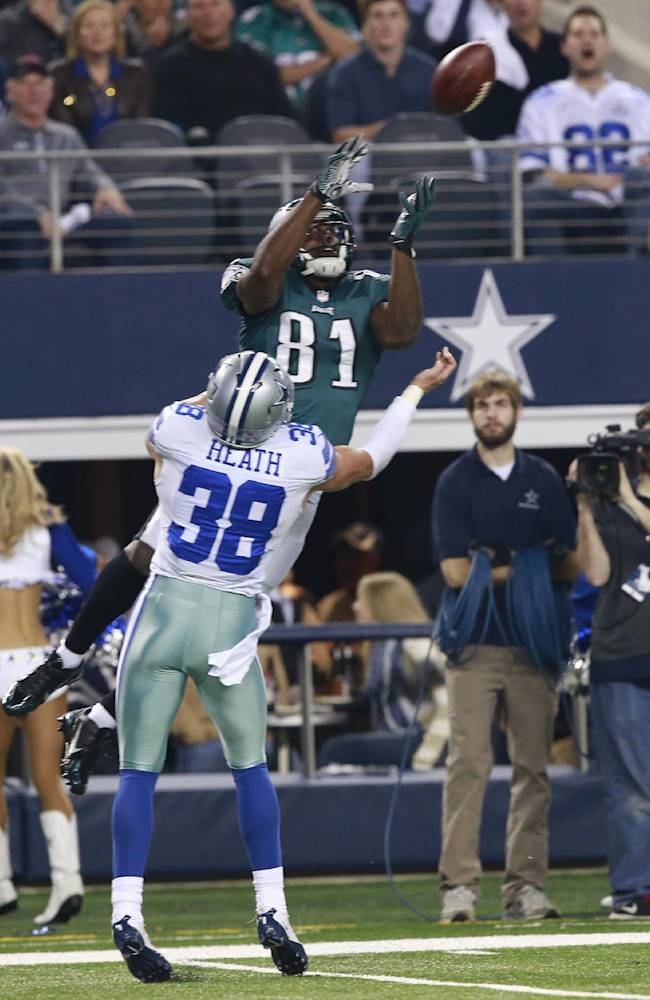 Eagles beat Cowboys 24-22 to take NFC East title