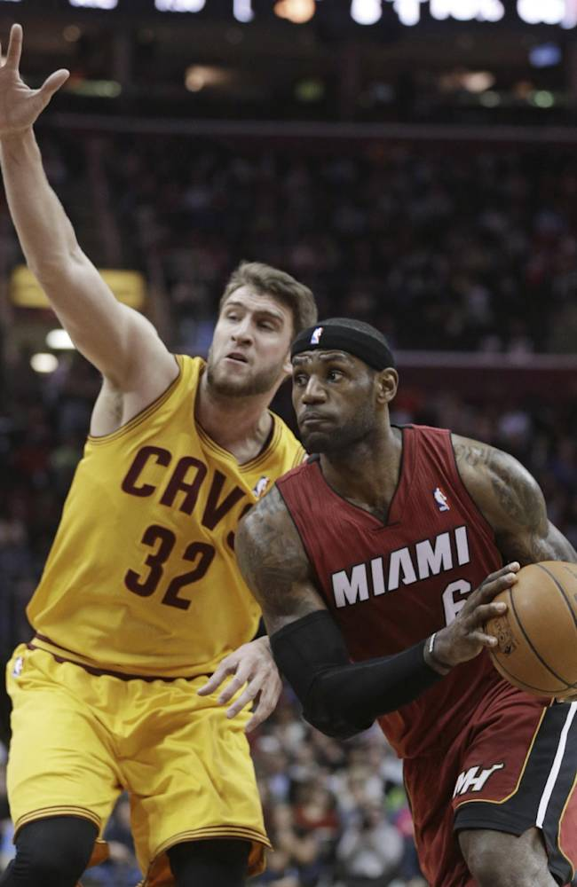 LeBron's 43 lead Heat over Cavaliers