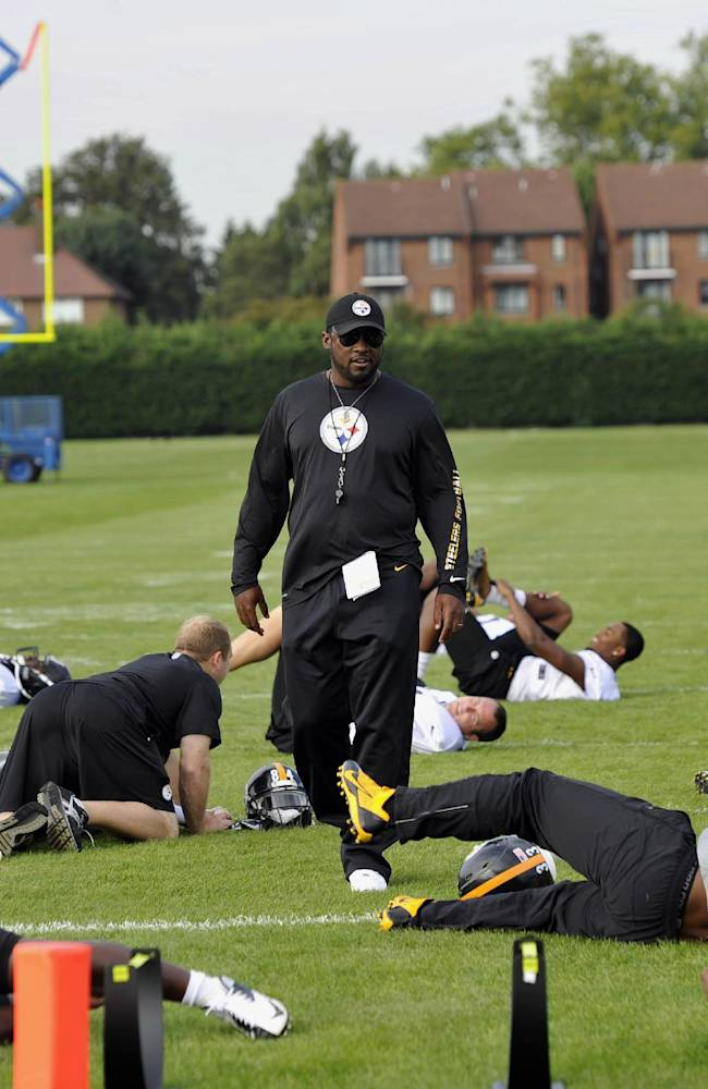 The Pittsburgh Steelers' head coach Mike Tomlin, centre,  conducts a training session, at the Wasps rugby training ground, in London, Friday, Sept. 27, 2013. The Pittsburgh Steelers are to play the Minnesota Vikings in the NFL International Series at Wembley Stadium in London on Sunday, Sept 29