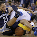 Memphis Grizzlies' Tayshaun Prince (21) and Golden State Warriors' Andre Iguodala fight for the ball during the second half of an NBA basketball game Wednesday, Nov. 20, 2013, in Oakland, Calif The Associated Press