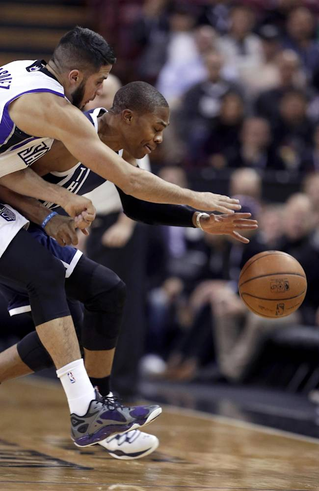 Durant leads Thunder to 97-95 win over Kings