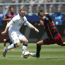 IMAGE DISTRIBUTED FOR INTERNATIONAL CHAMPIONS CUP - Manchester United's Wayne Rooney, left, and FC Barcelona's Gerard Pique struggle for the ball during an International Champions Cup soccer match at Levi's Stadium, Saturday, June 25, 2015, in