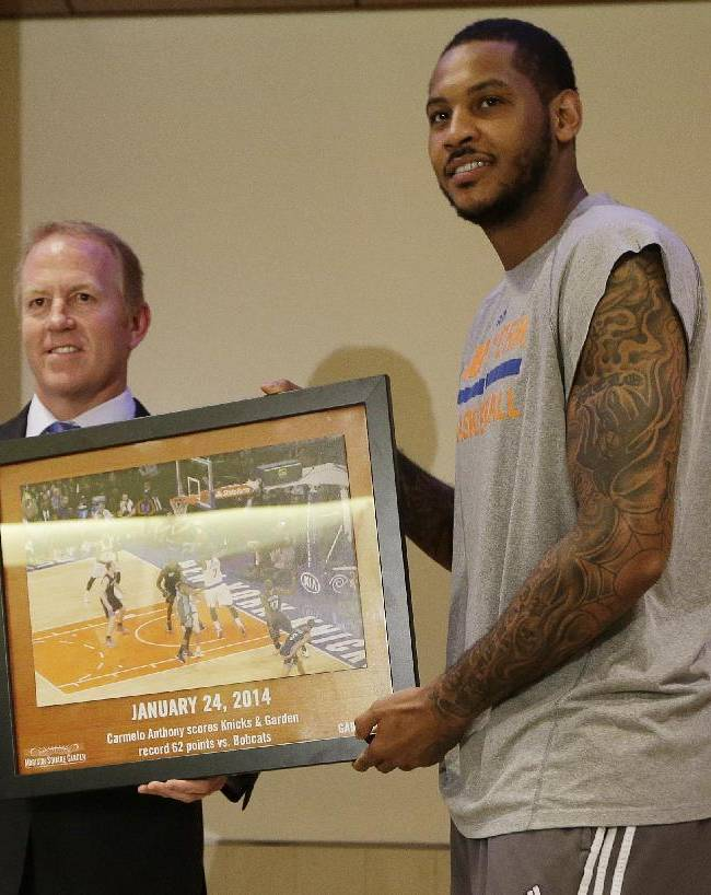 New York Knicks' Carmelo Anthony, right, and former New York Rangers player Brian Leetch pose for a photograph as Anthony's photo commemorating a game in which he scored 62 points replaces Leetch's photo in Madison square Garden's 366 photo display Friday, April 4, 2014, in New York