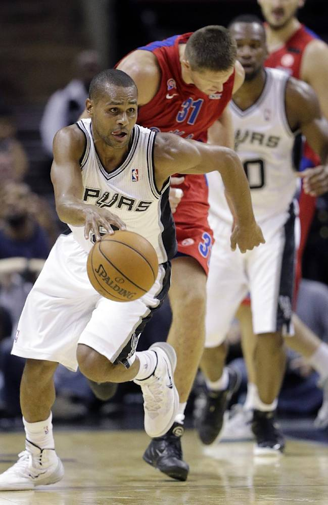 San Antonio Spurs' Patty Mills, left, of Australia, races upcourt as CSKA Moscow's Victor Khryapa (31) pursues after he stole the ball during the second half of an exhibition NBA basketball game Wednesday, Oct. 9, 2013, in San Antonio. San Antonio won 95-93 in overtime