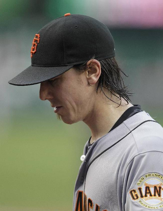 Struggling Lincecum moved into Giants bullpen