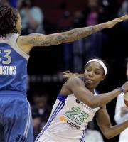 New York Liberty's Cappie Pondexter, right, looks to pass around Minnesota Lynx' Seimone Augustus during the first quarter of a WNBA women's basketball game, Tuesday, May 22, 2012, in Newark, N.J. (AP Photo/Julio Cortez)