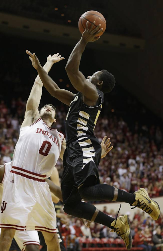 Oakland's Kahlil Felder, right, puts up a shot against Indiana's Will Sheehey during the first half of an NCAA college basketball game Tuesday, Dec. 10, 2013, in Bloomington, Ind