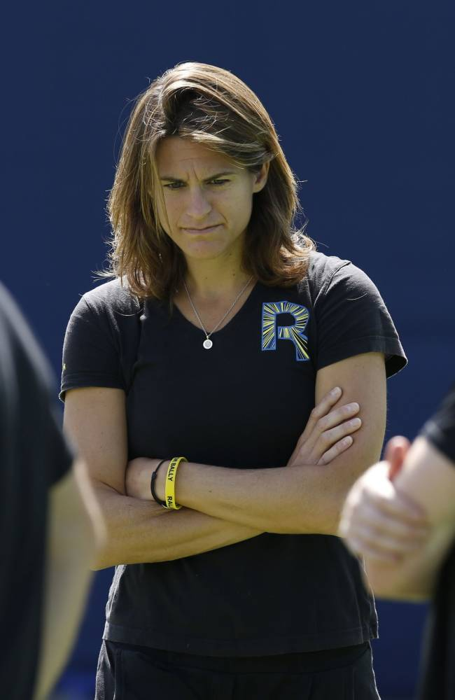 Andy Murray's new coach Amelie Mauresmo, centre, during a practice session at The Queen's Club in London, Wednesday June 11, 2014. Murray starts the defence of his title at Queen's Club tournament Wednesday, just hours after the training session with his new coach Mauresmo. (AP Photo / Jonathan Brady, PA)