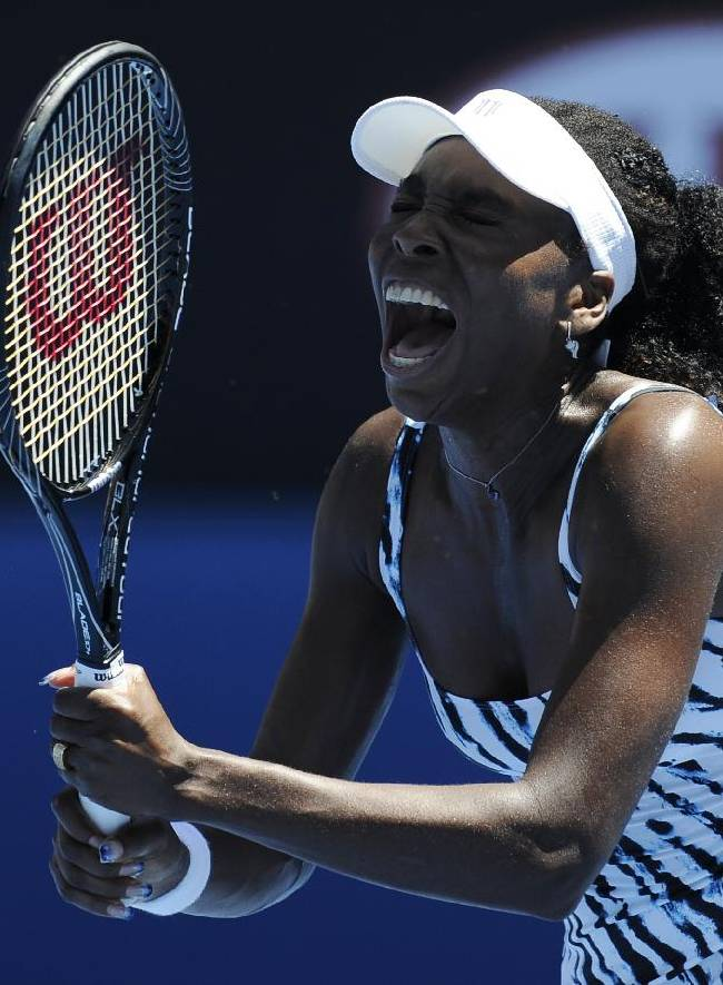 Serena Williams advances after Venus loses