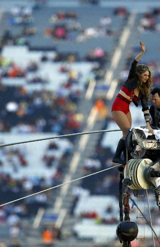 Nik Wallenda, sister finish dual walk at Charlotte