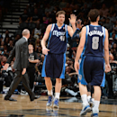 Mavs roll past Spurs 113-92, even series at 1-1 (Yahoo Sports)